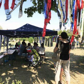Nette Gespräche auf dem Sommerferienabschlussfest