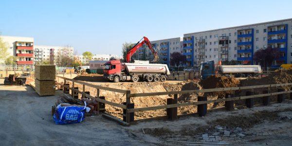 Die Baugrube wird größer und größer …