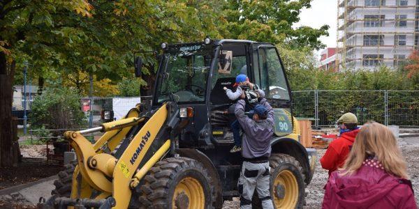Kitakinder besuchen die Baustelle am 15. Oktober 2020